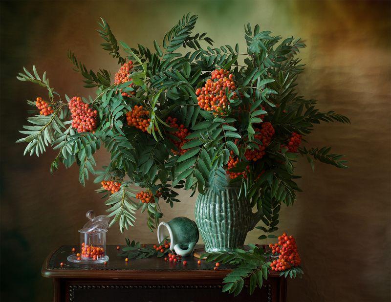 миламиронова, фотнатюрморт, букет, рябина, кисти, ягоды, кувшин, кружка С рябиной...photo preview