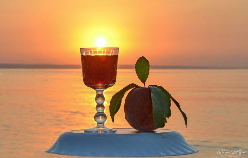 утро, рассвет, восход, река, вода, бокал, персик Солнце в бокале утреннемphoto preview