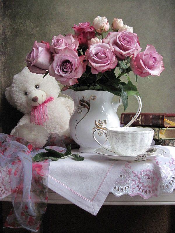 цветы, букет,, розы, игрушка, плюшевый мишка, медвежонок, фарфор, шарф, салфетки, книги Мишуткаphoto preview