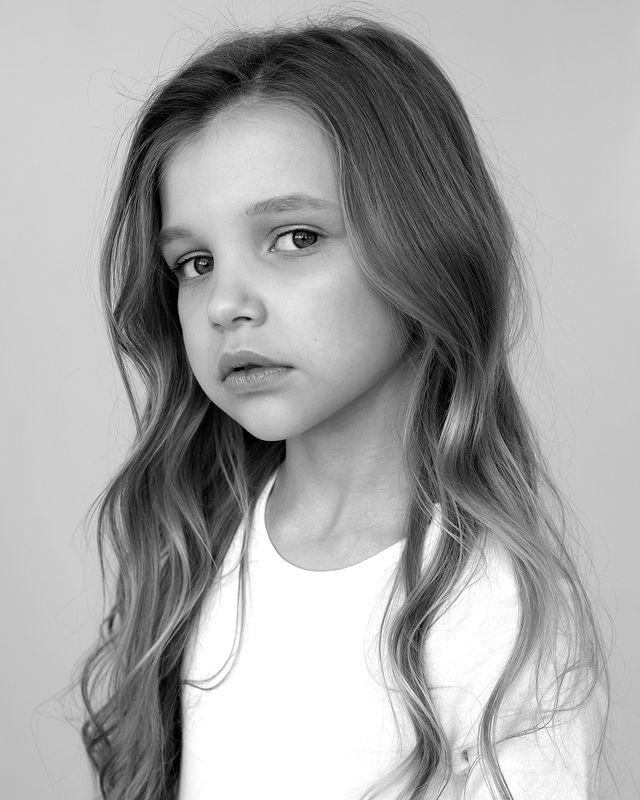 портретребнка дети детскийпортрет чб чернобелая photo preview