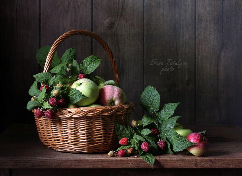 яблоки, малина С яблоками и малинойphoto preview