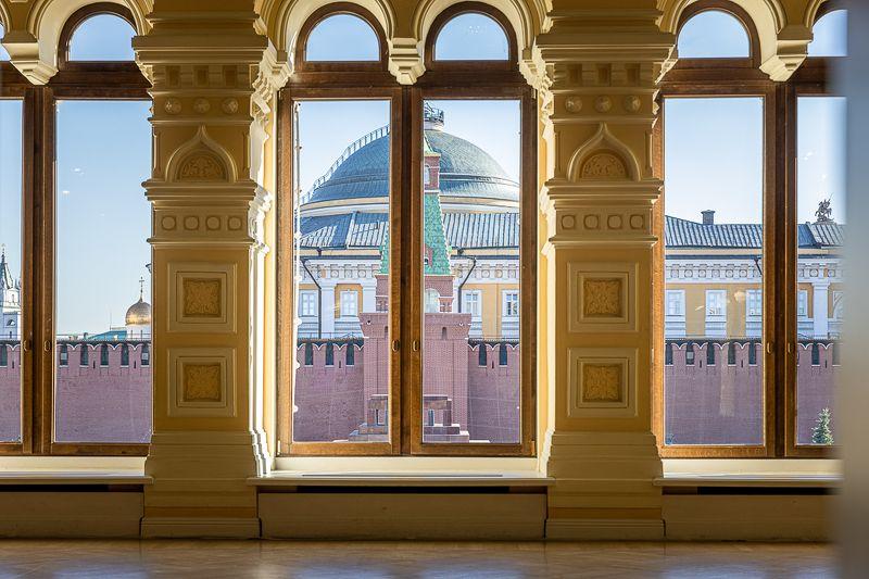 Кремль в окне ГУМаphoto preview
