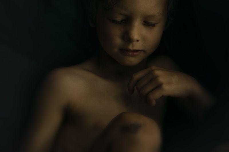 детский портрет капризphoto preview