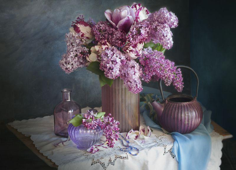 натюрморт, букет цветов, весна, сирень, тюльпаны Сирень и тюльпаныphoto preview