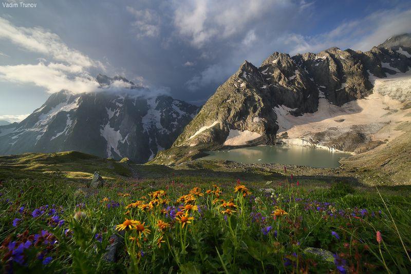 озеро аманауз, кавказ, ледник Утро в горахphoto preview