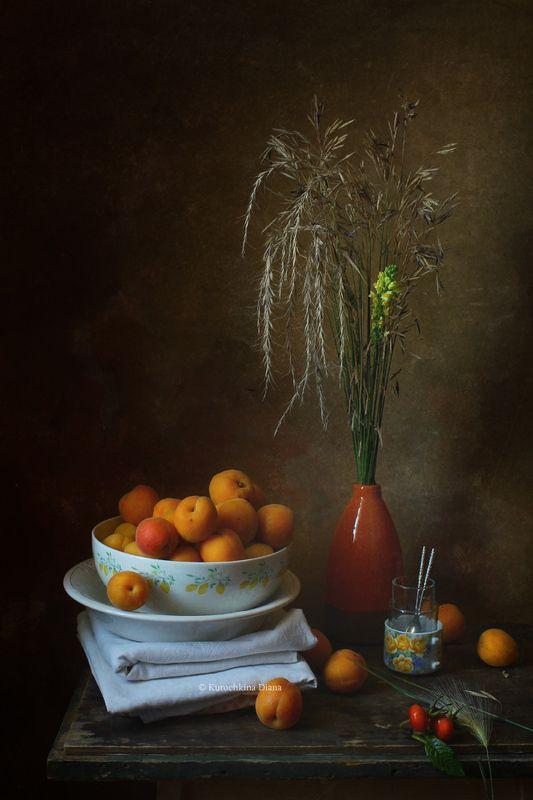 натюрморт, август, абрикосы с абрикосамиphoto preview