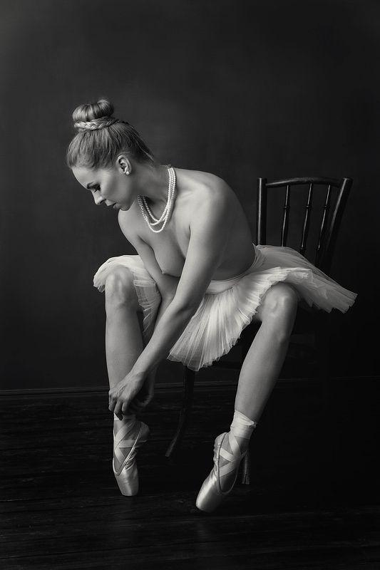 model, fine art, sexy, sensual, black and white, woman, female, body, erotica, glamour, curves, portrait, beautiful, fashion, nude, balerina, legs, pose, Balerina 5.photo preview