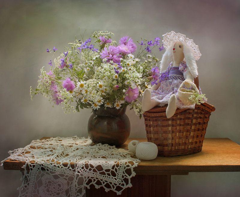 натюрморт, лето, цветы, рукоделие, корзина, зайка тильда, игрушка Беззаботностьphoto preview