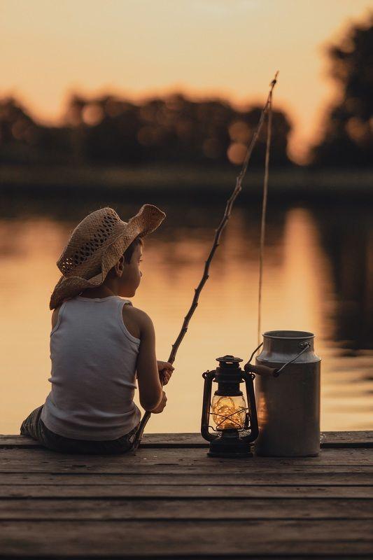 ребенок, вечер, закат, река, озеро, удочка, рыбак Летний вечер...photo preview