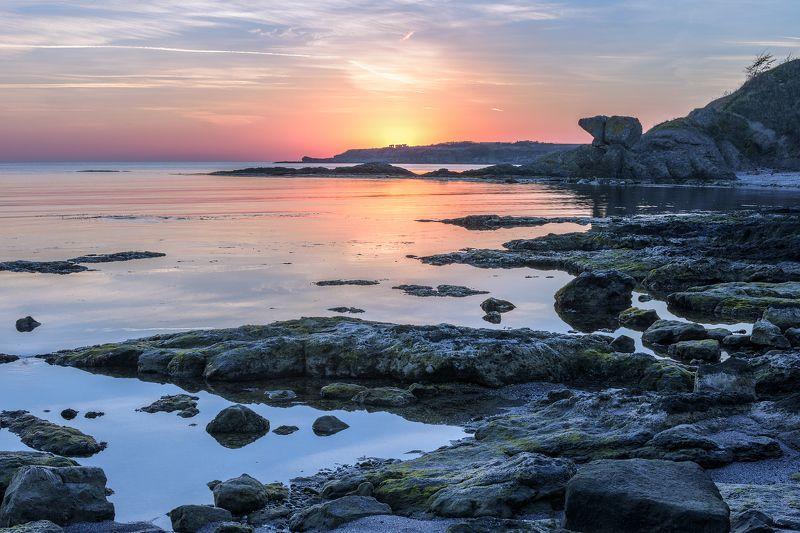 море, скалы, берег, солнце, рассвет Солнце встаётphoto preview
