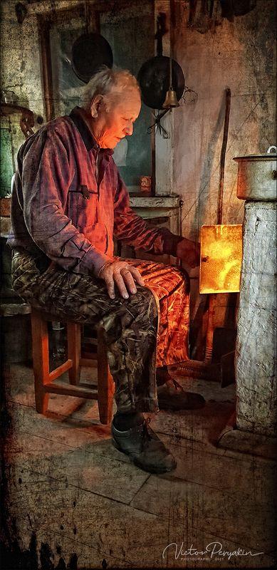Отец у печки в зимовье..photo preview