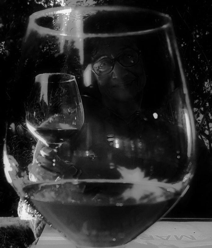 .... и каждый вечер друг единственный в моем стакане отражен,,,,photo preview