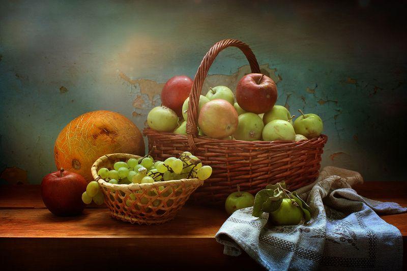 натюрморт, лето, яблоки, дыня, виноград, корзины, фрукты Яблочный Спасphoto preview