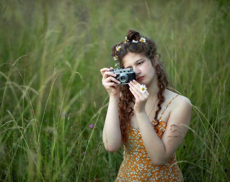 девушка, фотограф,красота,лето,поле, girl, photographer, beautiful, flower, summer, nature Девушка фотографphoto preview