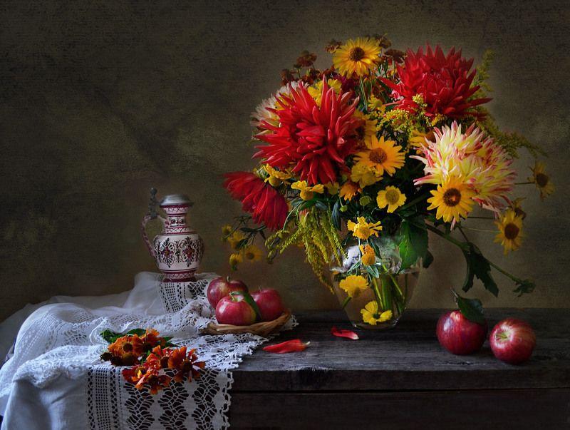 still life,цветы, фото натюрморт, георгины, натюрморт, настроение,август, яблоки, фарфор, праздник, яблочный спас, Яблочный Спас.photo preview