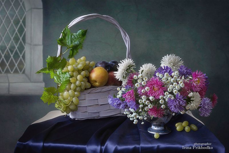 натюрморт, лето, цветы, букеты, фрукты, астры Натюрморт с букетом астр и фруктамиphoto preview