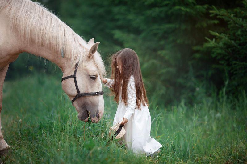 Дети с животными Довериеphoto preview