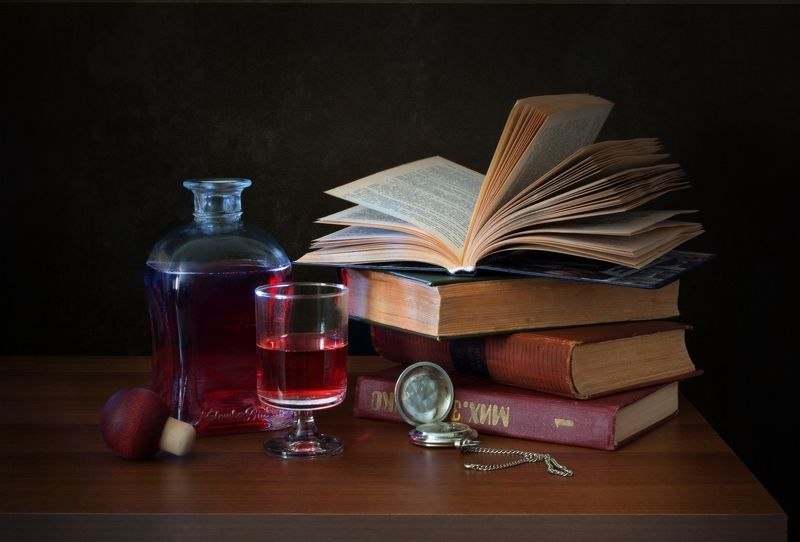 Натюрморт с вином и книгамиphoto preview