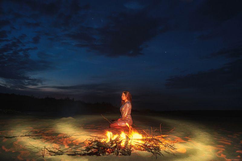 ночь, костер, пляж. Маринаphoto preview