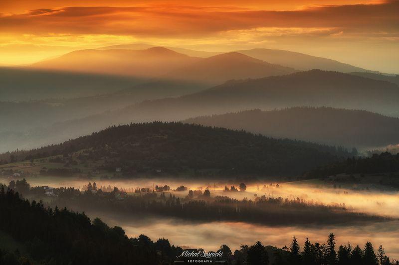 #poland #pentax #benro #lightroom #nikcollection #nature #sunrise #mountains #sky #fog #foggy #morning #pix Mountains...photo preview