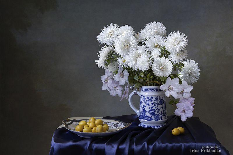натюрморт, лето, цветы, букеты, астры, алыча Натюрморт с букетом белых астрphoto preview