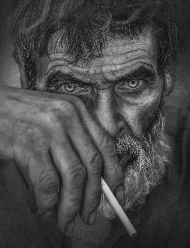 #close_up, #eye, #hand, #protrait, #people The Crossingphoto preview