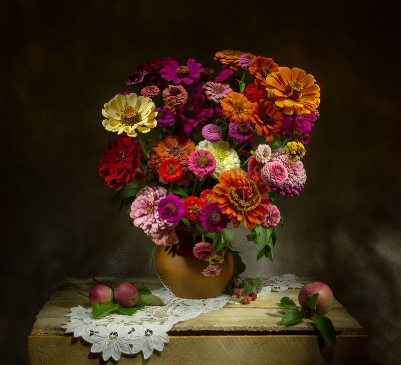 натюрморт, цинии, яблоки Краски лета.... фото превью