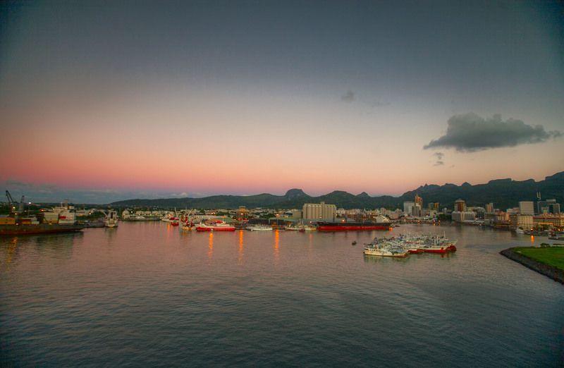 Вечер. Порт Луи, столица Республики  Маврикий.photo preview