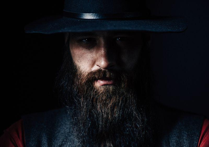 мужской портрет, мужчина в шляпе, мужчина с бородой Мужчина в шляпеphoto preview