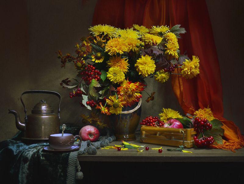 still life, натюрморт, золотые шары, цветы, фото натюрморт,калина, георгины, яблоки, август, лето Август — ещё не осень...photo preview