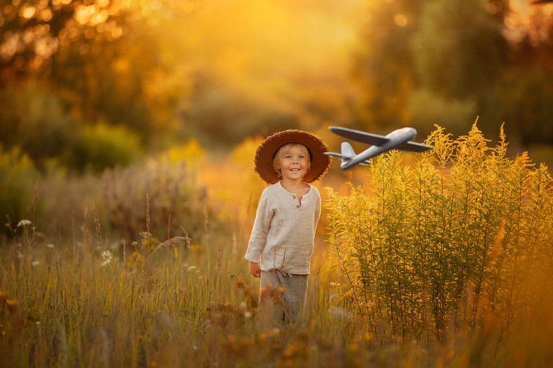 мальчики, дети, детство, лето, самолет,  деревенские самолетикphoto preview