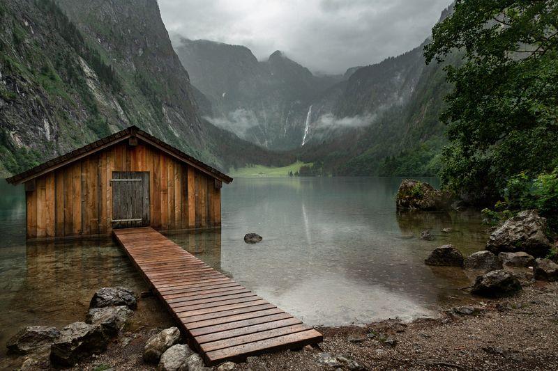 лодочный домик; озеро; горы; лес; альпы; германия It\'s a rainy dayphoto preview