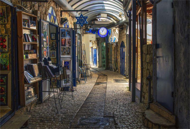 Улочка старого городаphoto preview