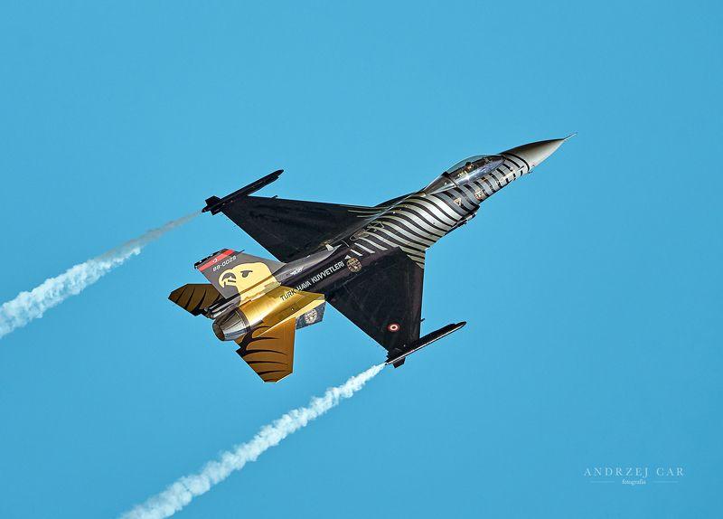 F-16 / SOLO TURKphoto preview