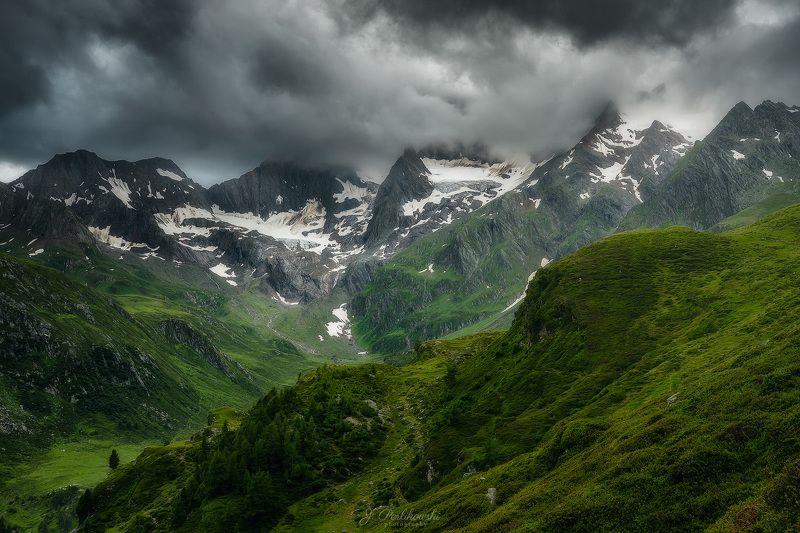 Alpine valleyphoto preview