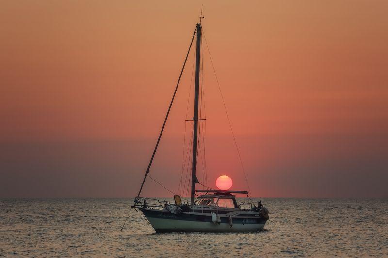 лето, море, севастополь. Утомлённое солнце...photo preview