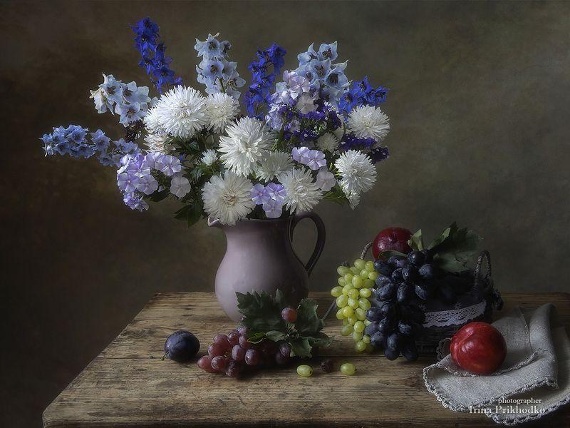 натюрморт, цветы, букеты, садовые, лето, фрукты Натюрморт с букетом цветов и фруктамиphoto preview