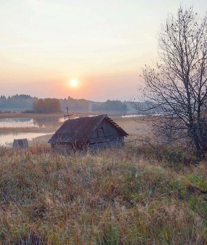 Деревня, рассвет, осень, река, карелия Холодное солнцеphoto preview