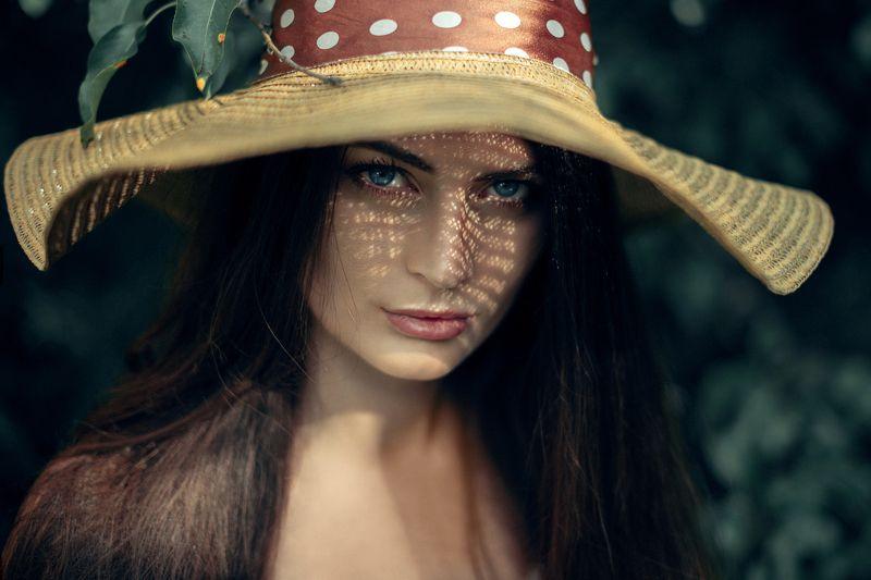 женский портрет In hatphoto preview