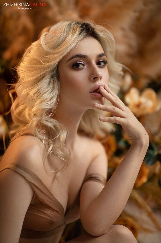 девушка, портрет, лицо, прикосновение, руки, блондинка, face, portrait, girl Милаphoto preview
