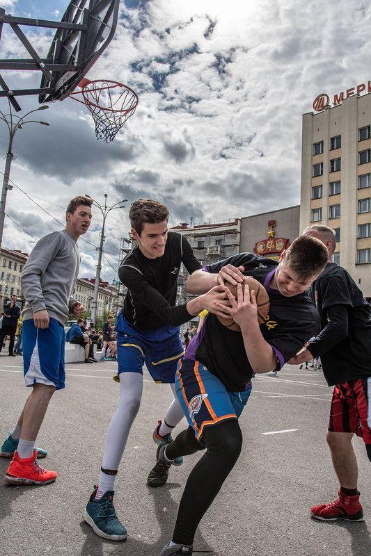 Стрит, стритбол Борьба за мячphoto preview