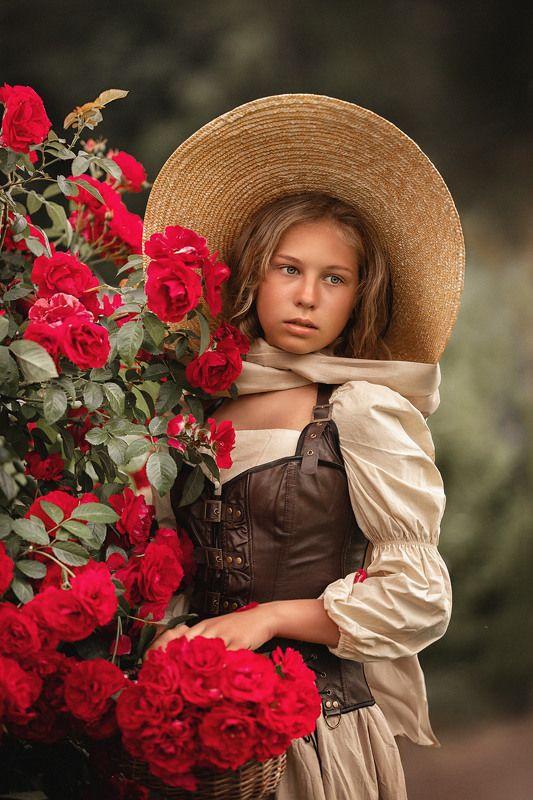 девушка, лето, поле, девушка в шляпе, юность, портрет, розы Роза алаяphoto preview