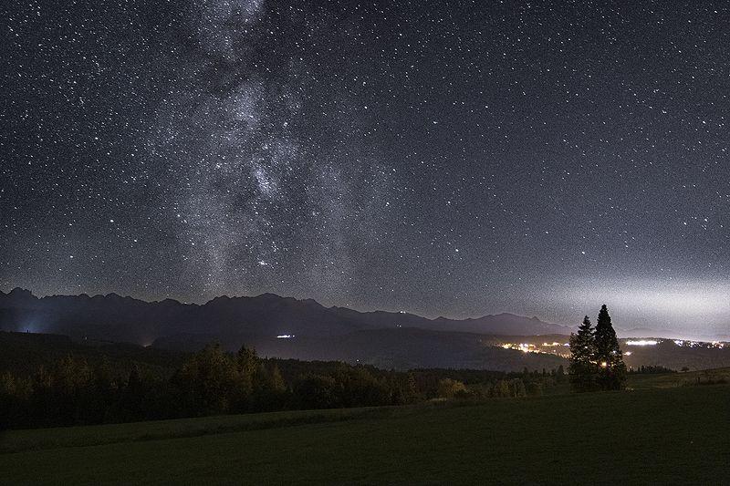 Night sky over the Tatrasphoto preview