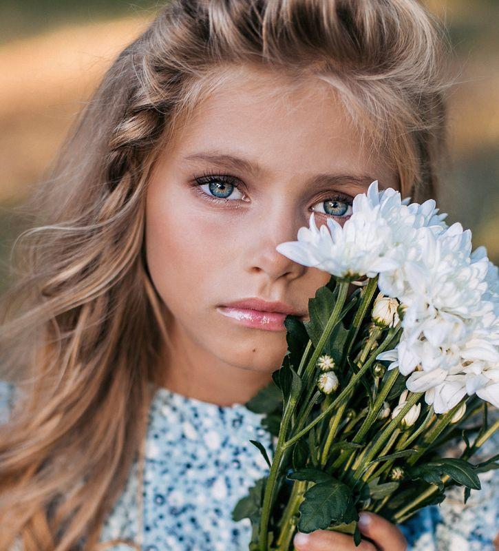 девочка, ребенок, портрет, детский портрет, портрет девочки, глаза. детское портфолио,пикник,лето, природа, цветы Алинаphoto preview