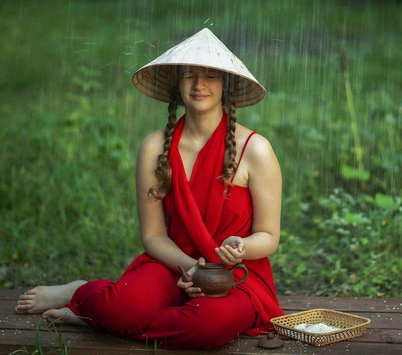 девушка,рис, дождь,шляпа, сюжет,постановка, girl,rice,rain, staged, emotional Рисовый дождьphoto preview