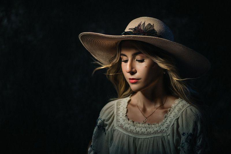 портрет женский темный шляпа Анастасия в шляпеphoto preview