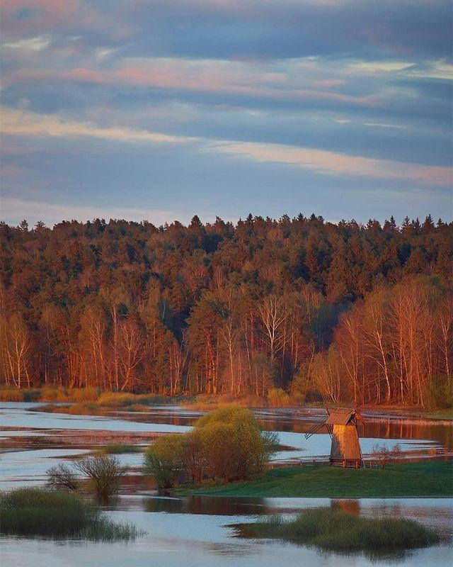 Деревня, закат, мельница, река Огненная подсветкаphoto preview