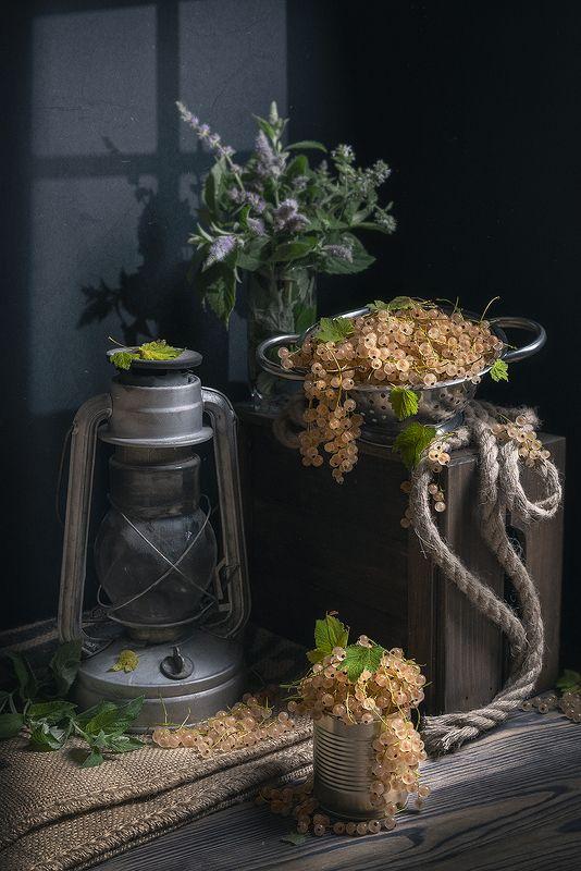 натюрморт, смородина, лампа, лето, рустик, ягоды, still life Белая смородинаphoto preview