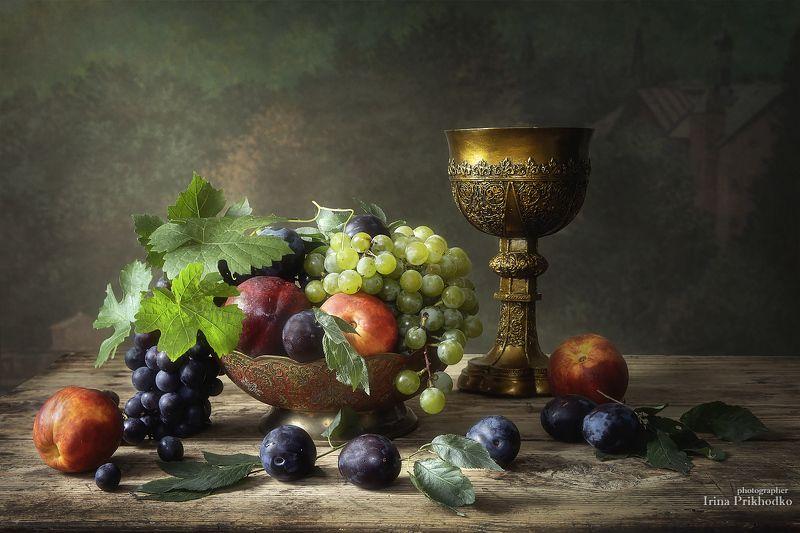 натюрморт, фрукты, осень, винтажный, кубок, художественное фото Натюрморт с фруктами и старинным кубкомphoto preview