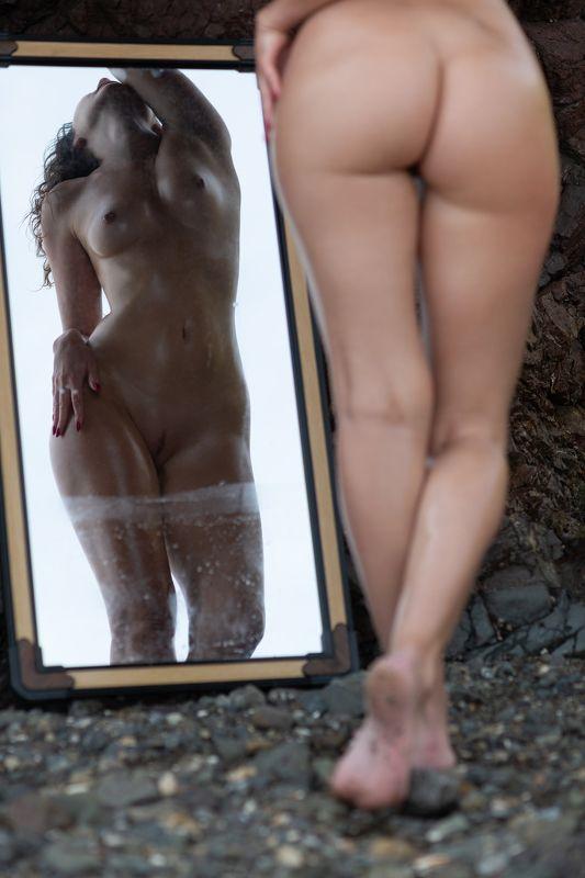 отражение в грязном зеркалеphoto preview